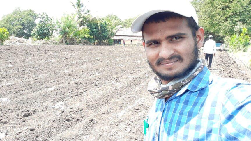 Siddhesh auf einem Feld