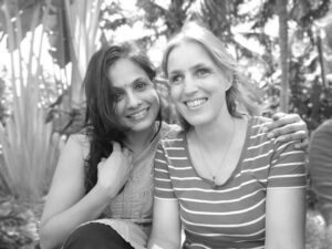Priya mit Sabriye auf dem kanthari Campus